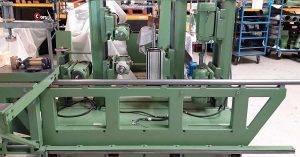 Schoonmaak en reparatie van houtbewerkingsmachines.